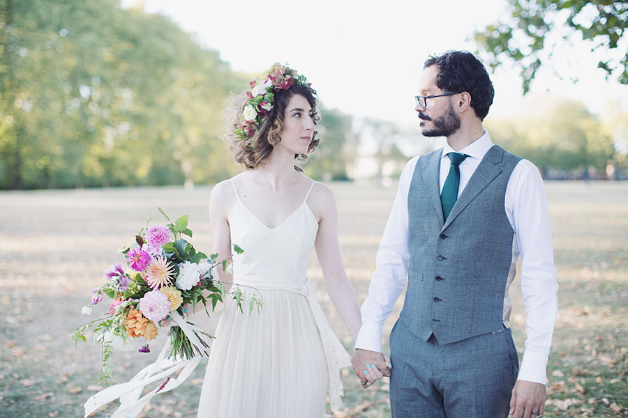 Hackney wedding photography location | London photographer | Natural London wedding photography | Natural Jewish wedding photography | Vintage style real bride | Hackney park in the summer | Bridal flower crown with short perm