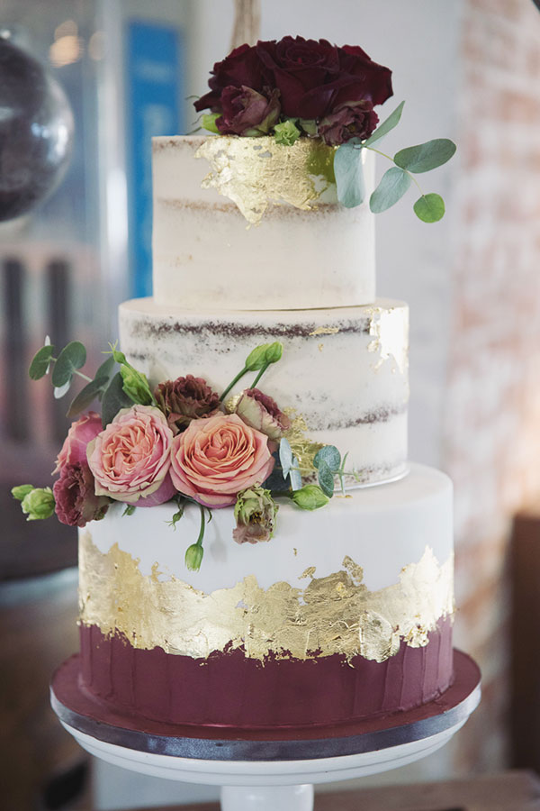 Alternative wedding cake ideas | Alternative wedding cake inspo inspiration | Red gold cake