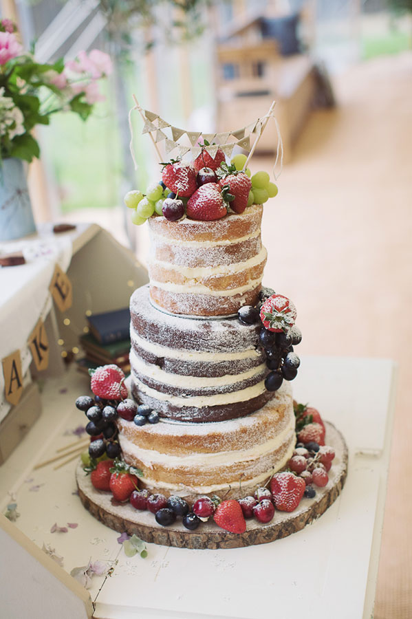 Alternative wedding cake ideas | Alternative wedding cake inspo inspiration | Naked wedding cake with fruit