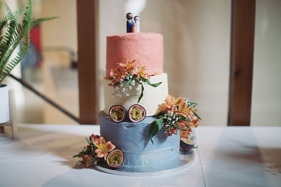 Alternative wedding cake ideas | Alternative wedding cake inspo inspiration | Colourful cake with pomegranate