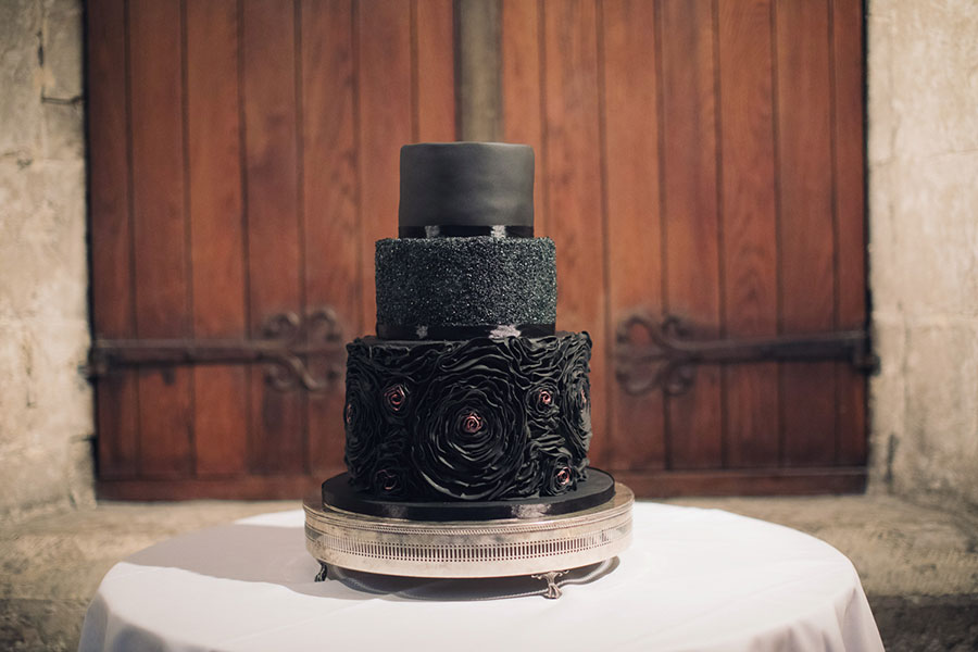 Alternative wedding cake ideas | Alternative wedding cake inspo inspiration | Black cake