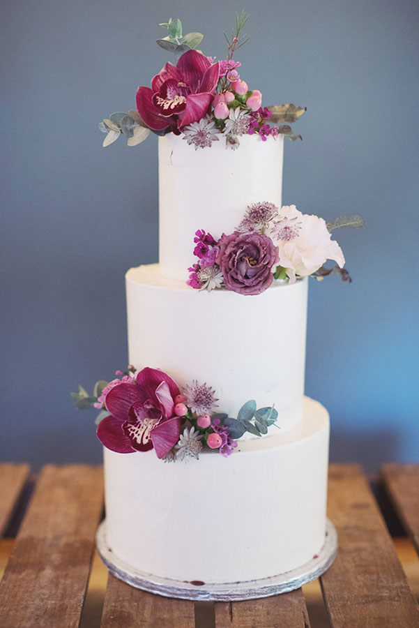 Alternative wedding cake ideas | Alternative wedding cake inspo inspiration | Pink flowers on cake