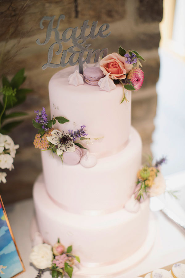 Alternative wedding cake ideas | Alternative wedding cake inspo inspiration | Baby pink cake