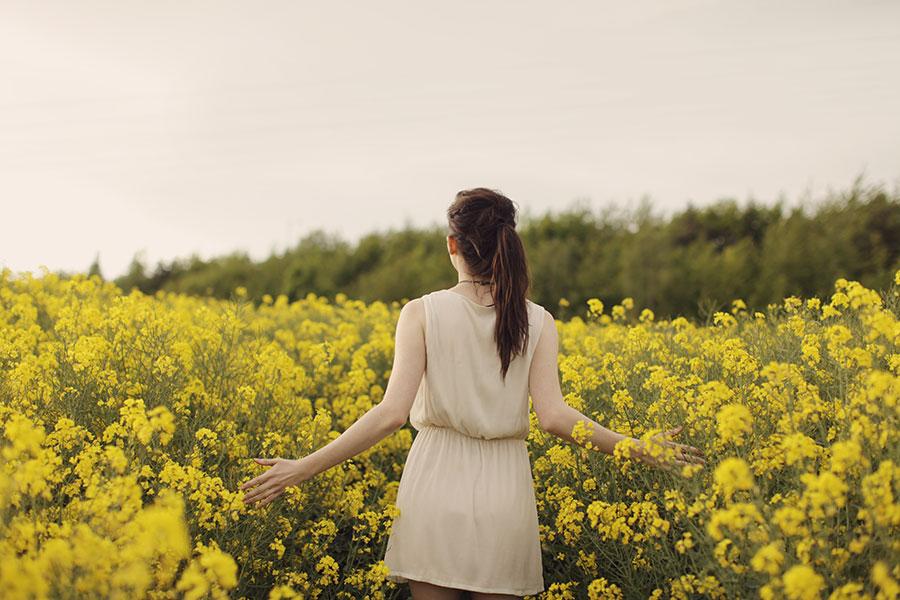 Fun Engagement Shoot Ideas | Flower field