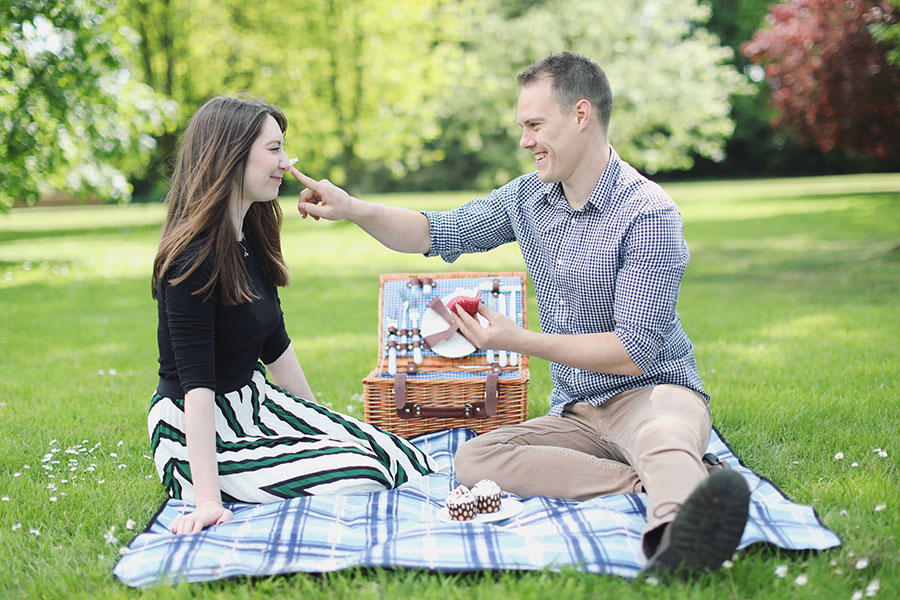 Fun Engagement Shoot Ideas | Picnic in the park